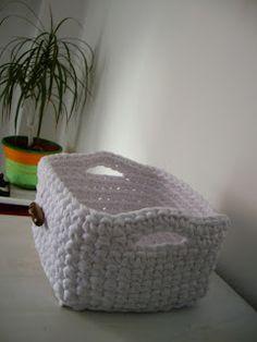 TRAPILLO PORTUGUÉS: Cesto organizador cuadrado. Crochet Octopus, Crochet Cactus, Crochet Yarn, Crochet Stitches, Crochet Patterns, Crochet Home, Love Crochet, Cotton Cord, Crochet Storage