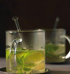 Rezept für Holunderblüten-Punsch bei Essen und Trinken. Ein Rezept für 4 Personen. Und weitere Rezepte in den Kategorien Getränke, Einfach, Schnell, Punsch/Glühwein, Alkoholfreies Getränk.
