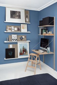 My home office and gallery wall Photo: Pernille Greve Nomadic Furniture, Interior Design Living Room, Interior Decorating, Small Workspace, Workspace Inspiration, Home Office Decor, Small Spaces, Decoration, Room Decor