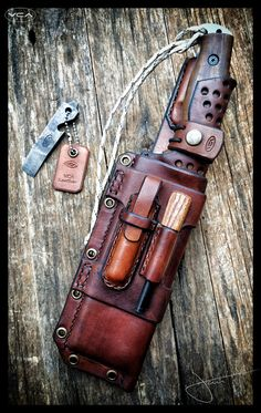 Survival Kit Gifts, Survival Essentials, Survival Skills, Leather Working Patterns, Leather Workshop, Tactical Backpack, Edc Everyday Carry, Gun Holster, Knife Sheath