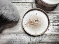 Naturalny makijaż: Biomineralny puder Couleur Caramel | Odcienie Nude - blog kosmetyczny Tableware, Blog, Caramel Color, Dinnerware, Tablewares, Blogging, Dishes, Place Settings
