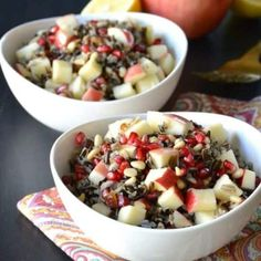Wild Rice Salad with Apple and Pomegranate is an easy to make salad with fabulous flavors. It also contains pine nuts, dates, and a tangy dressing. Enjoy it for lunch or serve it as a side during the holidays. Olive Oil Mashed Potatoes, Mashed Sweet Potatoes, Traditional Thanksgiving Dinner, Vegan Thanksgiving, Homemade Gravy Recipe, Vegan Mushroom Gravy, Wild Rice Salad, Sauteed Green Beans, Acorn Squash Recipes
