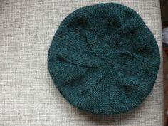 Jedna milá čtenářka se ptala, jak na baretku. Tož píšu.      Tato čepice je pletená z příze Exclusive, která se prodává v brněnských galante...