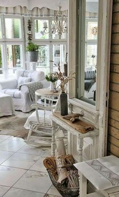 top interior decorating tips Porch Decorating, Interior Decorating, Decorating Tips, Couches For Small Spaces, Shabby Chic Interiors, Romantic Cottage, Paris Apartments, French Interior, Shabby Vintage
