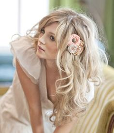 messy hair down wedding hairstyles with simple flowers