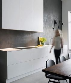 Very modern kitchen design with a concrete wall decor Minimal Kitchen, Modern Kitchen Design, Modern Interior Design, Interior Design Kitchen, New Kitchen, Kitchen Dining, Awesome Kitchen, Kitchen Ideas, Concrete Kitchen