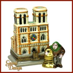 Notre Dame w/ Quasimodo Chanille
