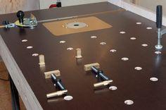 Dies ist der Tisch von Holzwerken, den sich ein Handwerker gebaut hat - nach dem Bauplan von HolzWerken // Tis workbench is built using the Holzwerken Plan but modified