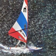 Foto di un Mistral Competition,  un marchio ed un modello che hanno letteralemente fatto la storia del windsurf nel mondo. Che bei ricordi !