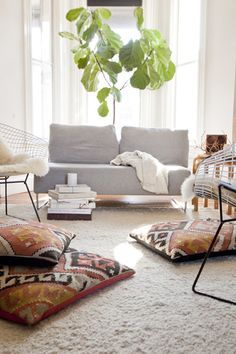 Fiddle Leaf Fig Tree + Kilim Floor Pillows = my dream living room Decor, Room, Interior, Floor Cushions, Home, Floor Pillows, Home Deco, Interior Design, Home And Living