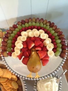 cute thanksgiving fruit platter turkey