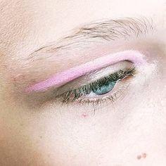 Candy eyes #friyay  #peekaboo #vintage #asosmarketplace #topshop #makeup #inspo #pink #friday #babe #model ##peekaboovintage  Peekaboovintage.com