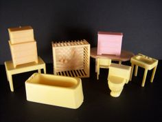 Plastic Dollhouse Furniture From The 50's Or 60's. 21 Assorted Pieces