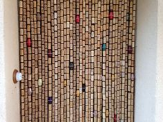 Cute Curtains Made with Recycled Wine Corks Wine Cork Projects, Wine Cork Crafts, Crafty Projects, Cute Curtains, Beaded Curtains, Door Curtains, Recycled Wine Corks, Wine Bottle Corks, Wine Gift Boxes