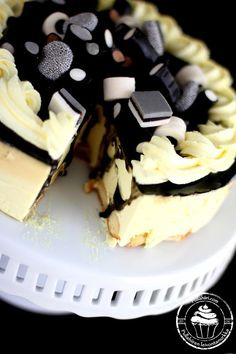 Pullahiiren leivontanurkka: Lakritsi-sitruunahyydykekakku herkullisella karkkikoristelulla Cake Cookies, Cupcake Cakes, Cupcakes, Icebox Cake, Piece Of Cakes, Dessert Recipes, Desserts, Cake Pops, Making Ideas