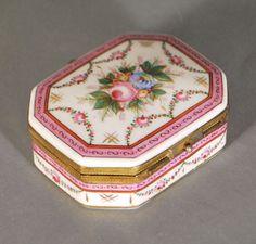 Boîte à bijoux en porcelaine Français decor fleuri - 8,5x6,5x3 cm