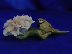 Sculptures of birds in the Capodimonte porcelain.