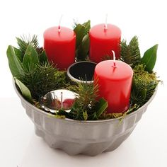 Adventskranz im Landhausstil, rot weiße Landhaus Deko selber machen, o - adventskranz ideen Christmas Tablescapes, Christmas Candles, Christmas Decorations, House Decorations, Mason Jar Candles, Pillar Candles, Candle Stand, Candle Holders, Wreath Boxes