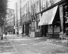 1931. A view of the Prinsengracht in Amsterdam. In the center the former J. J. van Noortschool, built in 1924-25, in Amsterdamse School-style architecture, after a design of architect Cornelis Kruyswijk with sculpture from Theo van Reijn. The Prinsengracht is one of the four main canals of Amsterdam. The construction of the canal was started in 1612. Photo Stadsarchief Amsterdam / Nico Swaager. #amsterdam #1931 #Prinsengracht #AmsterdamseSchool