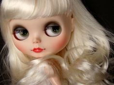 TOTAL BABE! I'm a huge fan of stock dolls but who wouldn't admire this lovely girl? Custom Blythe factory by ***MADAME MIX***, via Flickr
