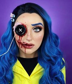 credit: @ bonniecorbansfx Even if you despise door knockers and horror movies (preach), you cant hate on Halloween beca Halloween Makeup Blood, Creepy Halloween Makeup, Looks Halloween, Amazing Halloween Makeup, Celebrity Halloween Costumes, Scary Makeup, Sfx Makeup, Jigsaw Halloween, Horror Make-up