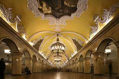 http://blog.ludevie.com.br Avtovo Metro Station, São Petersburgo, Rússia Foto:asergeev.com