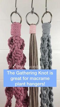 Macrame Wall Hanging Diy, Macrame Plant Hangers, Macrame Art, Macrame Design, Macrame Projects, Diy Macrame Earrings, Macrame Plant Hanger Patterns, Macrame Knots, Rope Crafts