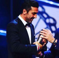 Congratulazioni Gigi, miglior portiere dell'anno❤ #finoallafine#forzajuve