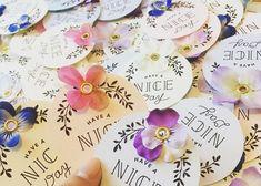 結婚式のサンキュータグにハトメパンチでお花を付ける方法・やり方