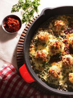 Turkey meatballs with lentils, mushrooms and harissa paste Raspberry Syrup Recipes, French Lentils, Turkey Meatballs, Recipe Box, Stuffed Mushrooms, Cooking, Ethnic Recipes, Table, Beautiful