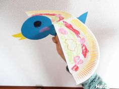 手や腕の動きに合わせてパタパタはばたく姿が楽しい鳥のおもちゃ。身近な材料で作れる手軽さも魅力的! 作り方から遊び方までアレンジのヒントもご紹介♪ Nursery Crafts, Preschool Crafts, Paper Plates, Dinosaur Stuffed Animal, Toys, Outdoor Decor, Animals, Graduation, Manualidades