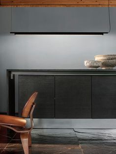The slim body of the #suspensionlamp #compendium extends with a cylindrical-section segment that gives way to a long terminal profile in extruded aluminium with a flanged section in which the LED circuits are positioned, thus making it possible to screen the light emission generated by the high-efficiency sources. http://www.luceplan.com/Prodotti/1/2/1036/Compendium