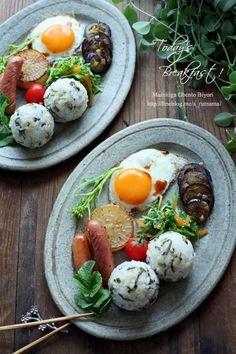 Onigirazu, Food Platters, Breakfast Lunch Dinner, Food Menu, Food Presentation, Food Design, Food Plating, Asian Recipes, Food Inspiration