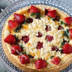 Суббота 12.11  Кто чем занят в субботний вечер рассказывайте кто как проводит время)) Я вот приготовила вкусный творожный пирог с клубникой))) #mykitchen #instahome #sweethome #homestory #домашняявыпечка #pie #strawberry #nomnom #yummi #instafood #foodblogger #foodstagram #agathagrosberg #готовимсагатойфонгросберг #вкусняшки #пирог #awesome #amazing #instagram #instagramer #instagramhub #instagramers #vsco #vscorussia #vscocam #goodmood #happiness #picoftheday #picofthenight #pic