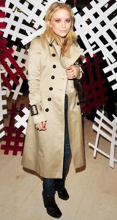 MK MARY KATE OLSEN STYLE FASHION BLOG CLASSIC BURBERRY TRENCH BARNEYS NEW YORK SKINNY JEANS DENIM BALENCIAGA HARNESS WEDGE BOOTS BELT