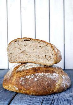 Härligt rustika bröd, perfekta till buffén – och till kvällsmackan!