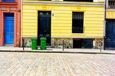 Porte bleue, mur jaune