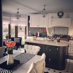 Çok sevilen evinden sonra, @asumhome hanımın evinin yıldızı mutfaktan detaylı kareler evgezmesi.com'da! (Profilimizdeki linke tık) #evgezmesicom #evgezmesi