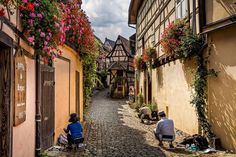 Of The Most Beautiful Streets Around The World - bemethis Gokayama, Beautiful Streets, Beautiful Places, Fantasy Village, Magic Places, Real Life Fairies, Peles Castle, France 2, Le Village