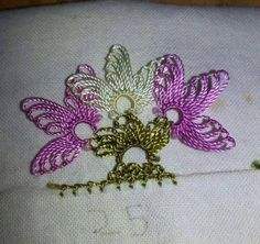 This Pin was discovered by TC Bead Crochet, Crochet Lace, Crochet Unique, Lace Art, Lace Border, Needle Lace, Lace Making, Crochet Flowers, Tatting