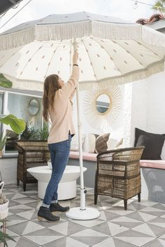 DIY Outdoor Umbrella for your Patio! Outdoor Seating, Outdoor Spaces, Outdoor Living, Outdoor Decor, Outdoor Tiles, Buying A Condo, Home Coffee Tables, Diy Home Furniture, Painted Furniture