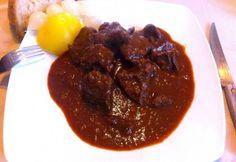 Marhalábszár pörkölt 2. Beef Recipes, Cooking Recipes, Hungarian Recipes, Hungarian Food, Ale, Grilling, Meat, Ethnic Recipes, Limousin