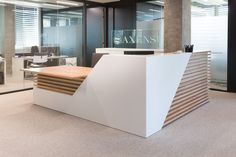 A look inside axens' new lyon office - officelovin' Office Counter Design, Reception Counter Design, Office Reception Design, Modern Reception Desk, Office Table Design, Shop Counter Design, Dental Office Decor, Dental Office Design, Healthcare Design