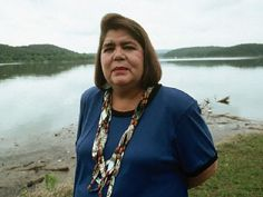 Wilma Mankiller - First female Chief of the Cherokee nation, Wilma Mankiller helped her people in incredible ways. She guided the male-dominated nation back to the traditional Cherokee gender-balanced outlook, increased high school graduation by Cherokee History, Native American Cherokee, Cherokee Woman, Native American Wisdom, Cherokee Nation, Native American Women, Native American History, American Pride, Native American Indians