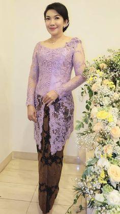 Kebaya Brokat, Kebaya Dress, Net Saree Blouse, Saree Blouse Designs, Model Kebaya Modern, Traditional Clothes, Aesthetic Girl, Lace Skirt, Embroidery