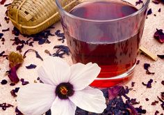 5 maneiras de deixar o chá de hibisco mais poderoso