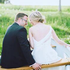 """""""Du brauchst nur zu lieben, und alles ist Freude"""" (Leo Tolstoi) Da stimme ich ihm voll und ganz zu, dem wortgewandten Russen. Wer kennt sie nicht, die #grenzenlos #gutelaune , die einem das Verliebtsein verschafft - für die Mitmenschen fast unerträglich, für die Rosarotebrillenträger ein absoluter Glückshormonrausch. Kann man sich vom Stress der Hochzeitsplanung etwas distanzieren, wird er sogar nochmal aufgewärmt - wenn man #glück hat, versteht sich..."""