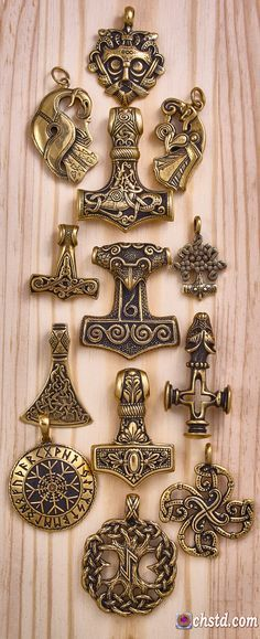 - A magnificent jewel, throughout you feel its power! It is an outstanding craft. Ivar Vikings, Norse Vikings, Viking Life, Viking Art, Viking Woman, Artisan Jewelry, Handcrafted Jewelry, Bronze Jewelry, Bronze Pendant