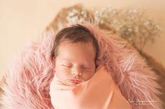 ⭐️ Maja ⭐️ _______________ #newborngirl #newbornphotography #newbornwrap #newbornwraps #newborn #nyfødtbaby #nyfødtbærum #nyfødtfoto…