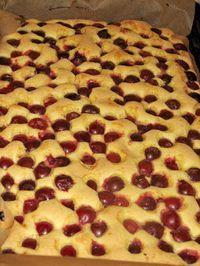 .: Prajitura cu visine Sweets Recipes, Cake Recipes, Cooking Recipes, Delicious Deserts, Yummy Food, Romanian Desserts, Romanian Food, Sweet Bakery, Vegan Meal Prep